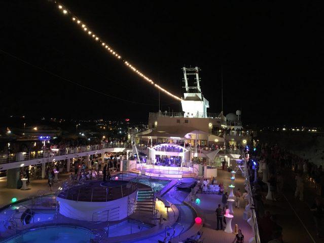 Die Mein Schiff 2 am Abend: Hier ist immer was los!