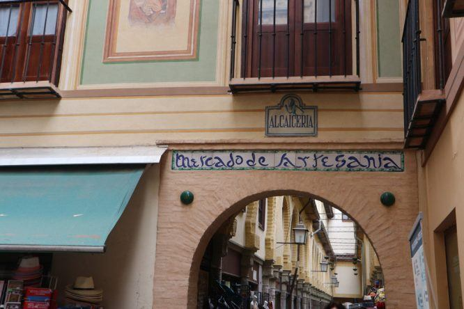 Im Mercado de Artesania könnt ihr wundervolle Souvenirs shoppen