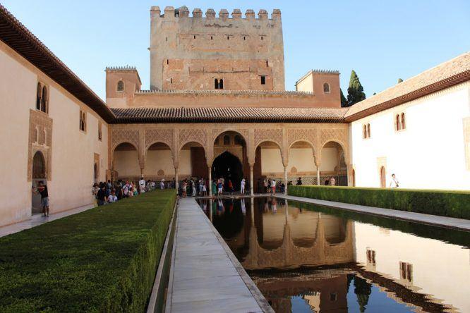 Brunnen und Wasser findet ihr in Alhambra überall
