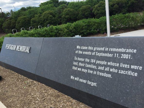 Das Pentagon Memorial gedenkt der Opfer des 11. September 2001
