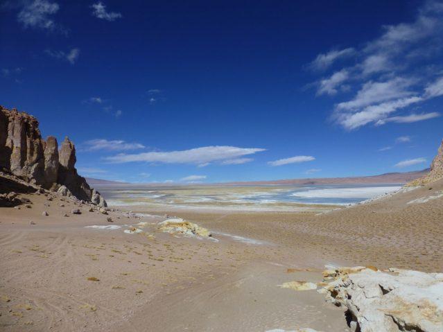So viel Schönheit auf einem Blick: Die Salar de Tara in der Atacamawüste