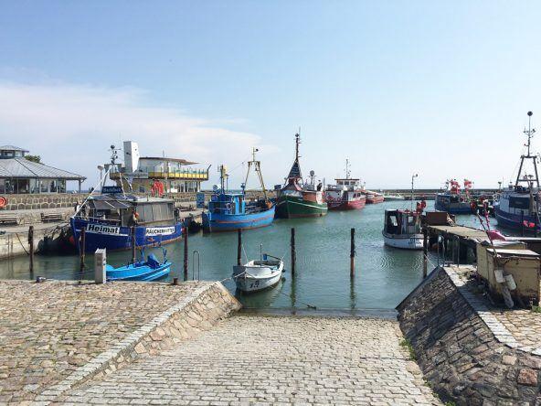 Der Hafen in Sassnitz: Hier gibt es leckere Fischbrötchen