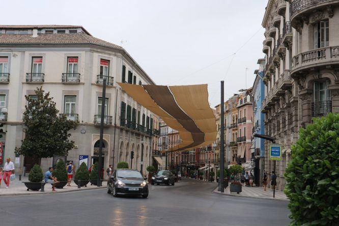 Die Sonnensegel braucht man im heißen Granada!