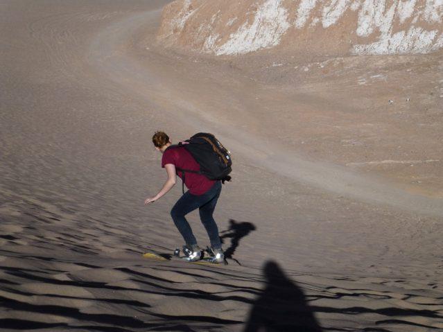 Miriam beim Sandboarding