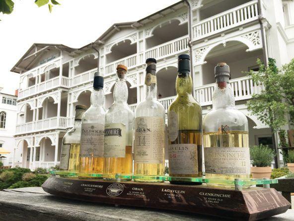 Bäderarchitektur meets Whiskey - Schnappschuss auf der Binzer Strandpromenade