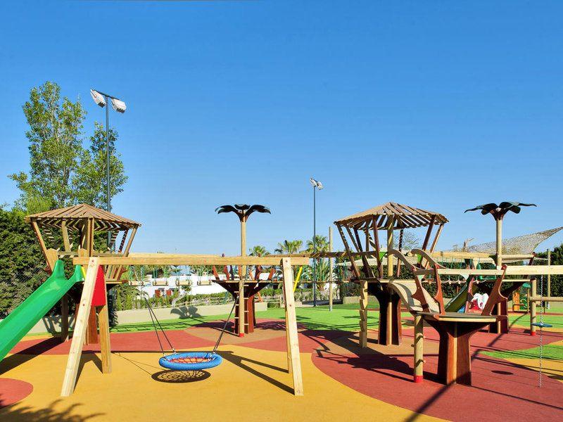 Spielspaß auf dem Kinderspielplatz im best FAMILY Cala Mandia