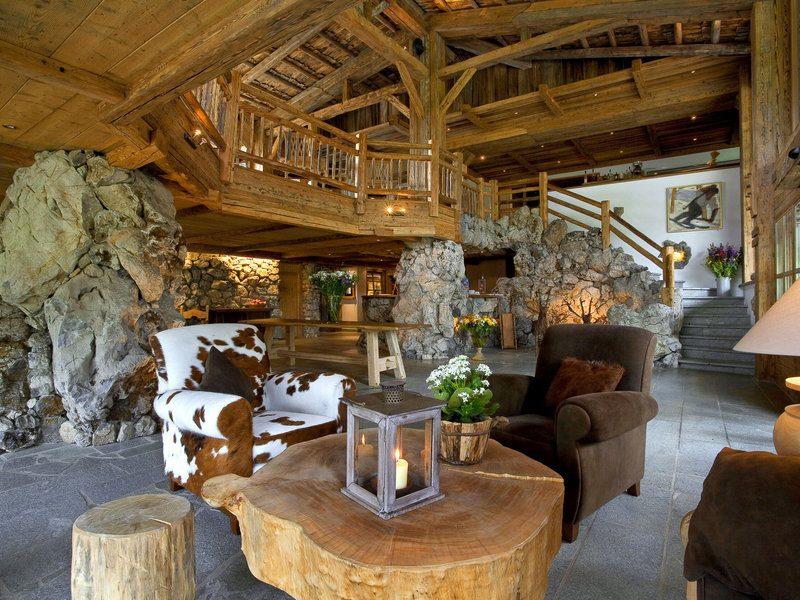 Schön urig: Die Loungebar im Hotel Lanig