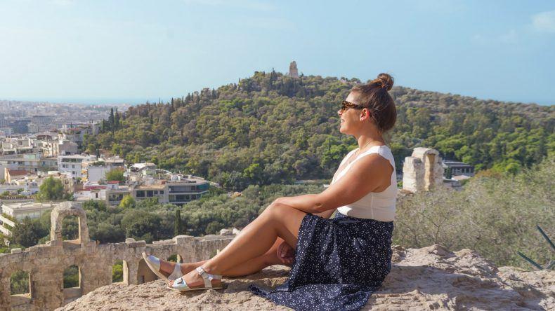 Nadia El Ferdaoussi genießt die beste Aussicht über Athen (Fotocredit: Omar El Mrabt)