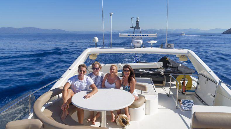 Bootsausflug zur Insel Symi mit Morris Nieuwenhuis, Bastiaan van Schaik, Malin Martinsson und Nadia El Ferdaoussi (fotografiert von Omar El Mrabt)
