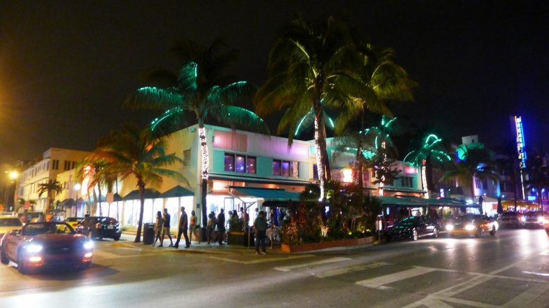 Volle Bars am Ocean Drive sind keine Seltenheit