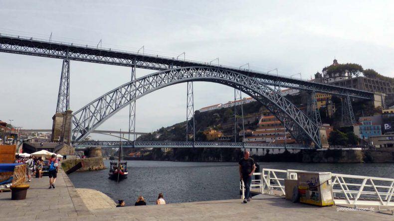 Die Brücke Ponte Louis 1, die den Douro überspannt.
