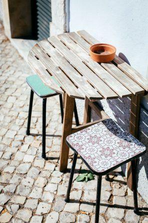 Sitzecke außen vom Café com Calma (Fotocredit: Thea Neubauer)
