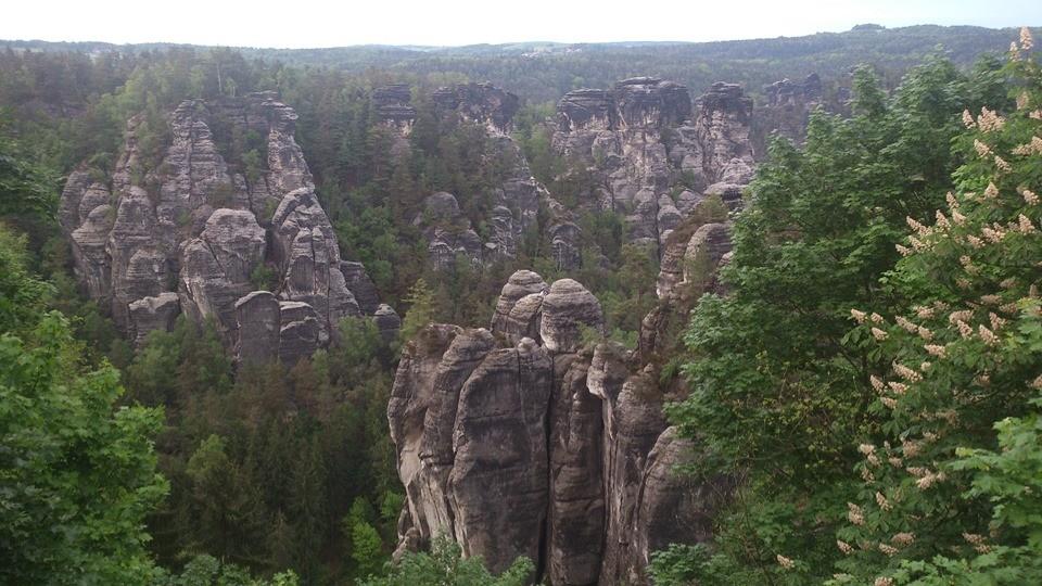 Blick ins wunderschöne Elbsandsteingebirge