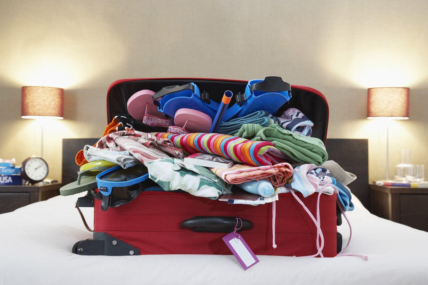 Übervoller Koffer? Nicht mit unserer Checkliste (Copyright: bikeriderlondon/Shutterstock.com)