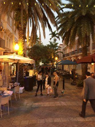 Neben der Partymeile findet man in Miami South BEach auch kleine Gassen zum Essen gehen und Bummeln