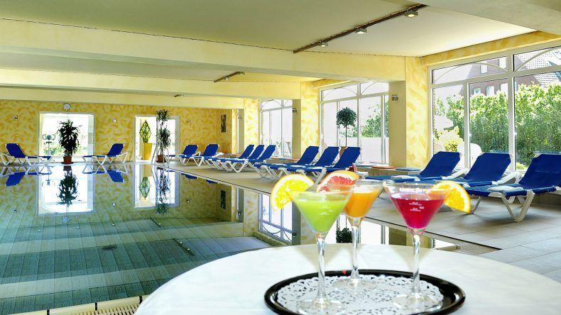 Der große Indoorpool im Nordseehotel Freese