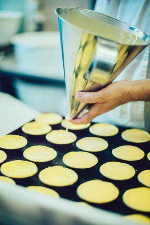 So werden die Pastéis de Nata zubereitet (Fotocredit: Thea Neubauer)