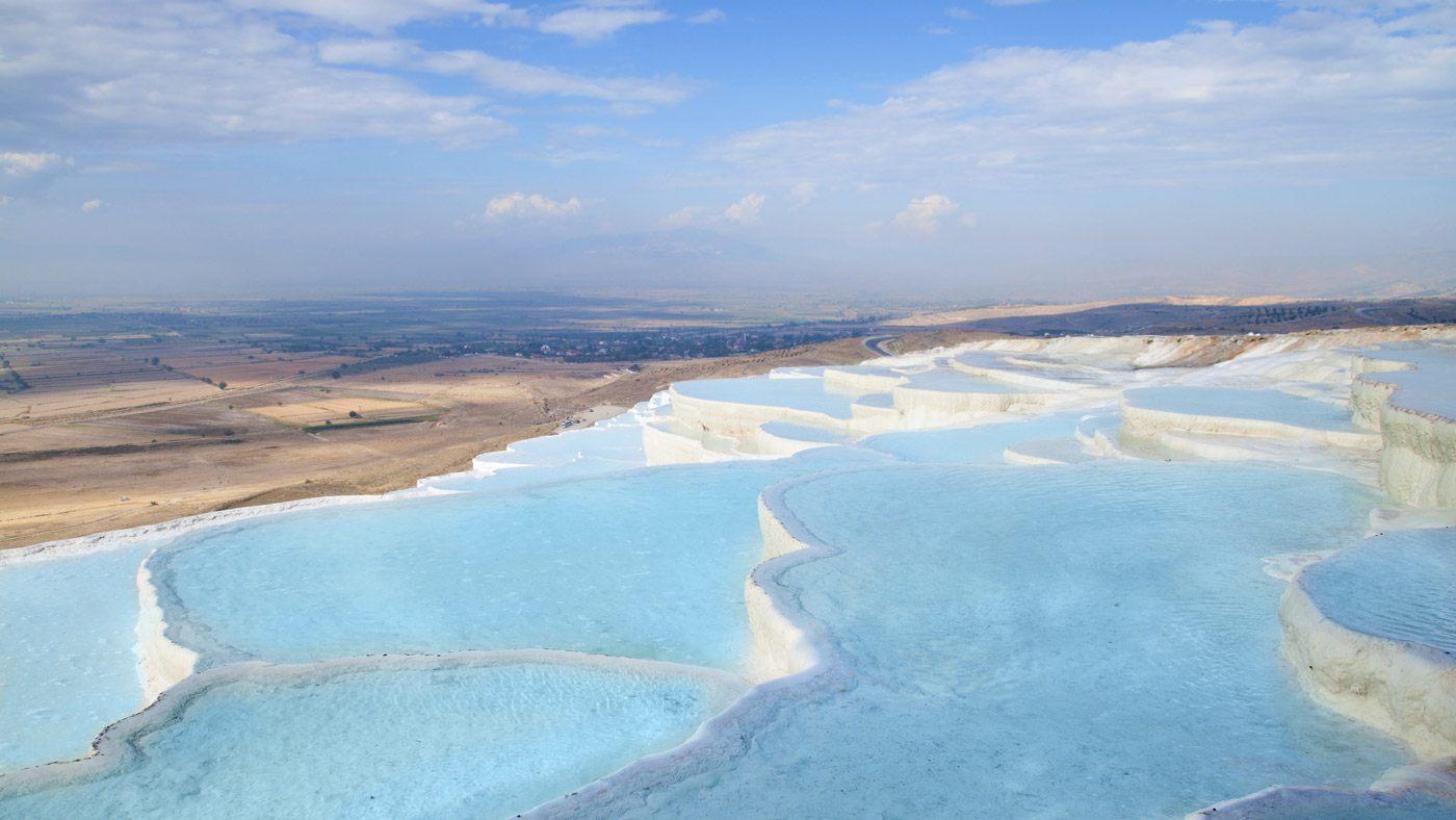 Die Pamukkale sind ein Must-See in der Türkei und ein spannender Ort für Kids