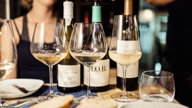 Weinflaschen in der BA Wine Bar