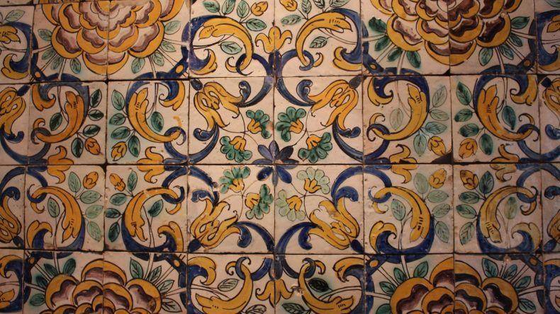 Blau-weiß-gelb: Die typischen Farben der Azulejos in Lissabon