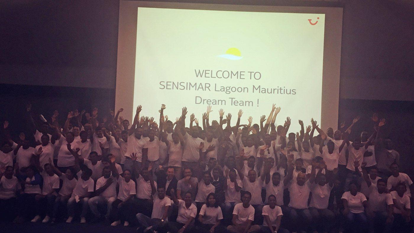 Die gesamte Belegschaft des SENSIMAR Lagoon Mauritius