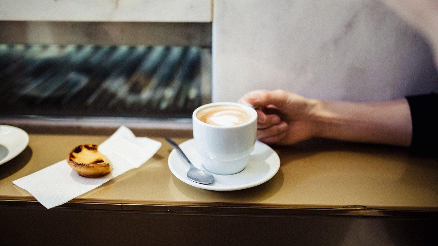 Kaffee und Puddingtörtchen