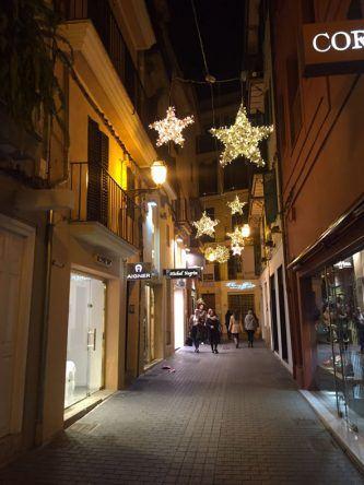 Weihnachtssterne beleuchten Palma