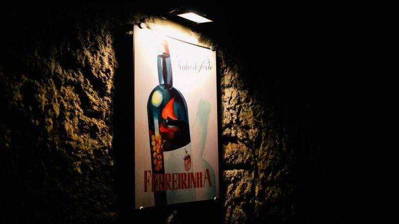Alte Werbeschilder für den Portweinkeller Ferreira (Copyright: Ohhedwig)