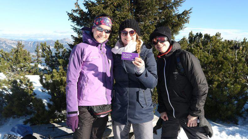 Auf dem Gipfel angekommen! Andrea von In A Team, Dirk vom TUI BLUE Blog und ich bei unserer Schneeschuhwanderung