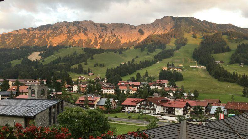 Ausblick auf die Berge vom Hotel Lanig aus