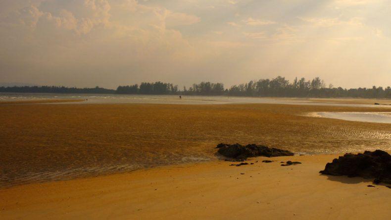 Cherating Strand in der Abenddämmerung