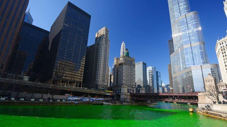 Chicago River während des St. Patrick's Festival (Copyright: saraporn/Shutterstock.de)