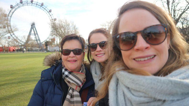 Familyselfie vor dem bekannten Riesenrad