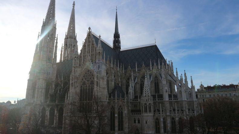 Sehr beeindruckend: Die Votivkirche direkt nebem unserem Hotel Regina