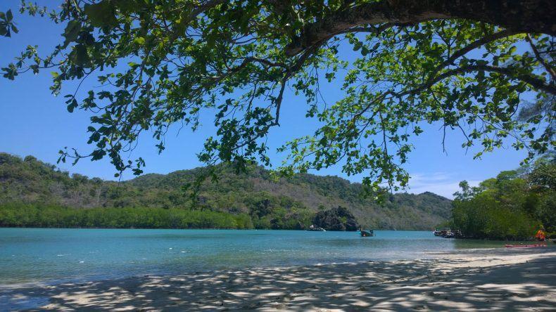 Wunderschöner Naturstrand auf Thailand