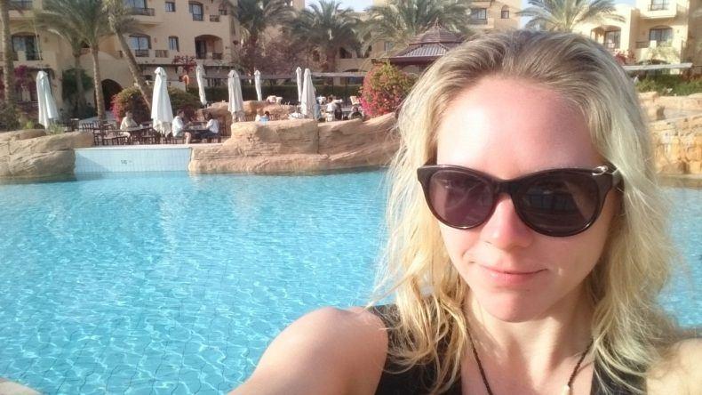 Selfie am großen Pool