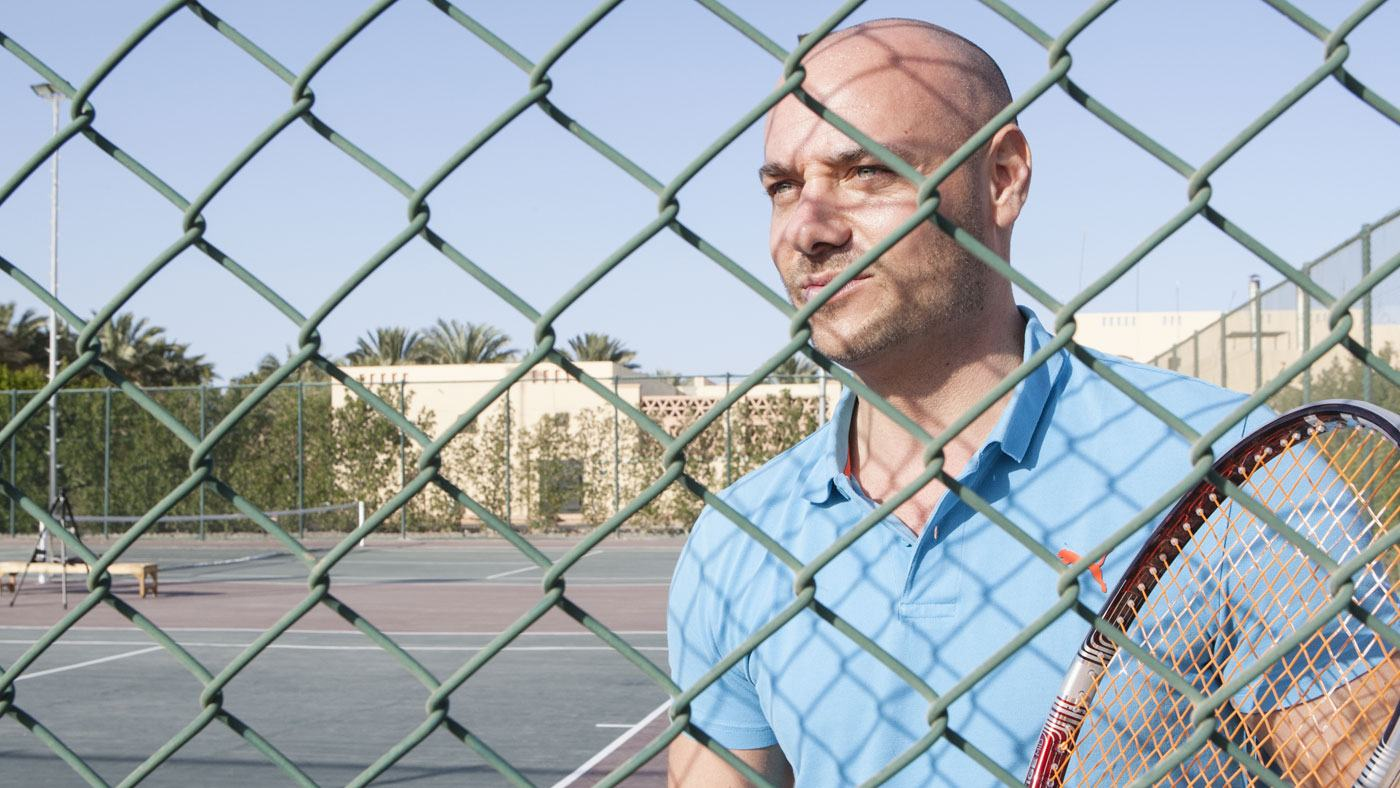 Bachelor Christian Tews spielt Tennis