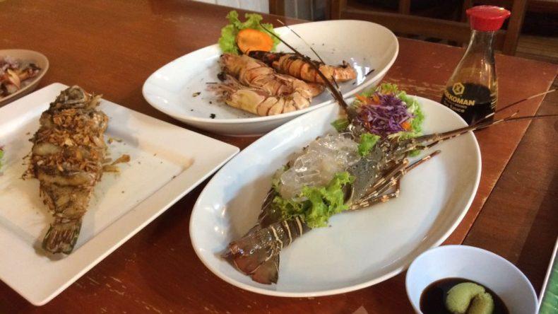 Den gekauften rohen Fisch könnt ihr euch - ganz nach eurem Wunsch - zubereiten lassen