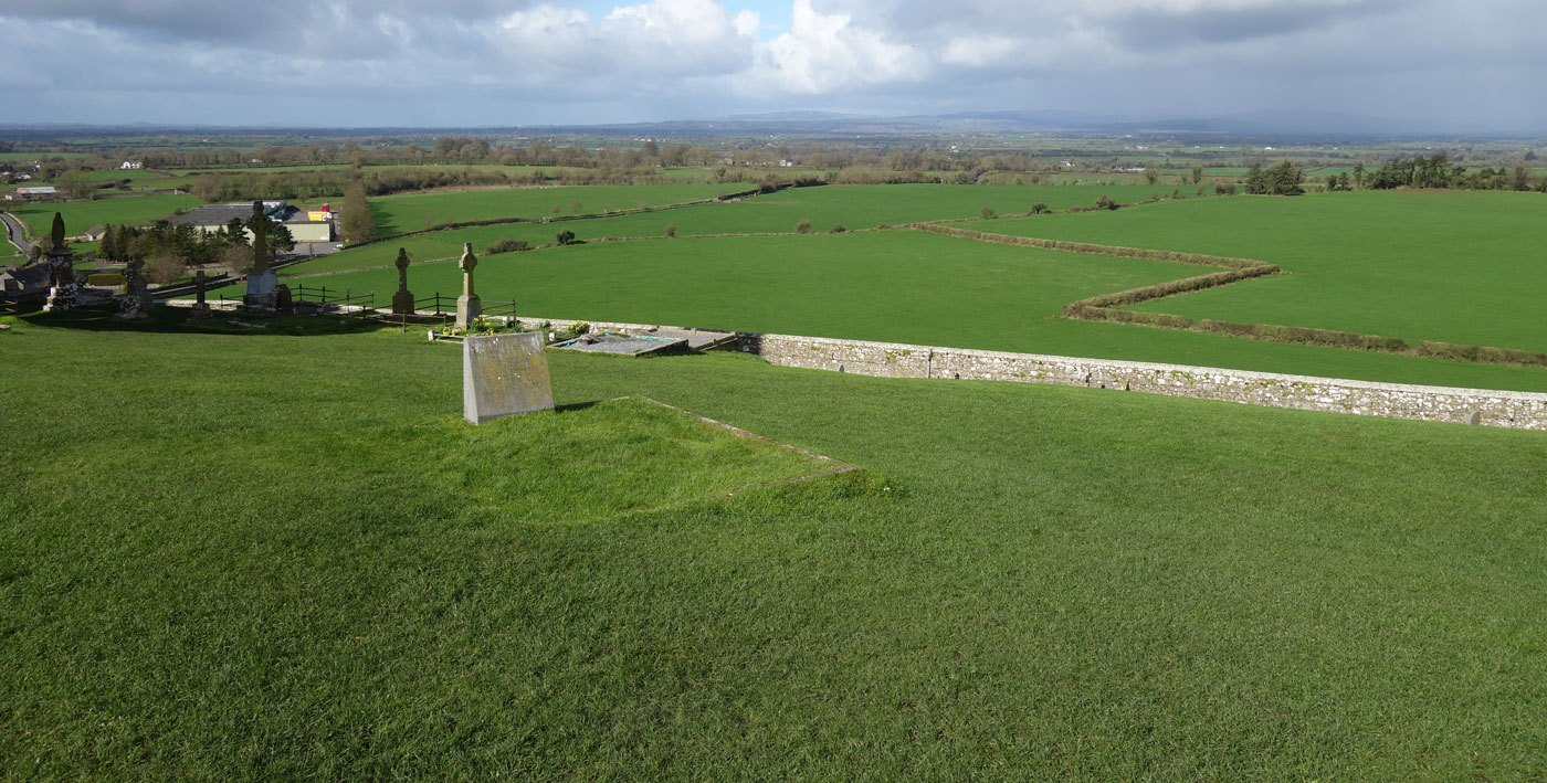 Zurecht die Grüne Insel: Satte Wiesen rund um den Rock of Cashel