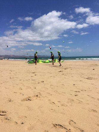 Beim Kitesurf-Unterricht auf Fuerteventura