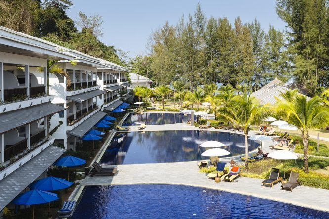 Die schöne Poollandschaft des TUI SENSIMAR Khaolak Beachfront Resorts