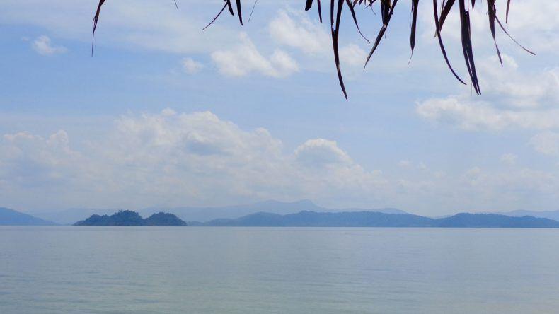 Immer wieder imposant: Im Hintergrund seht ihr von Ko Phayam aus auf die Inseln vor Myanmar