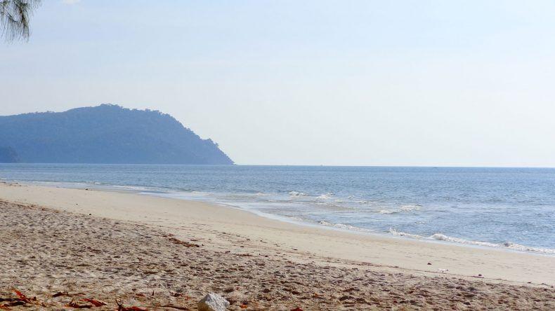 Einsam und verlassen - So stellt man sich einen Traumstrand vor. Hier auf Tarutao am Ao Pante Malaka