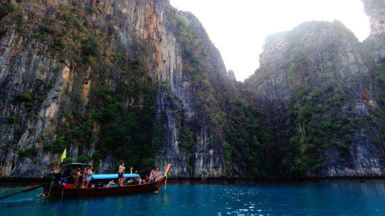 Auf der Insel Ko Phi Phi Leh in der Pileh Lagoon