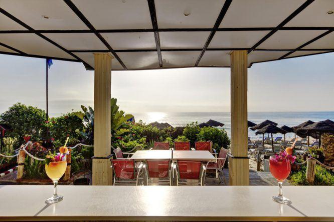 Leckere Cocktails schlürfen an der Strandbar des TUI MAGIC LIFE Africana