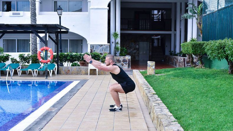 Kurzes intensives Workout am Pool und als Belohnung geht es ins Wasser