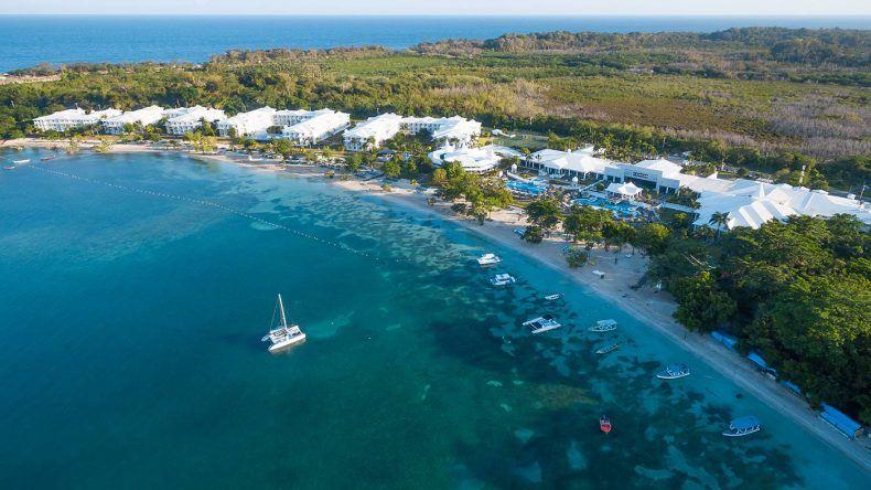 """Unser erstes Hotel """"RIU Negril"""" mit Strand von oben"""