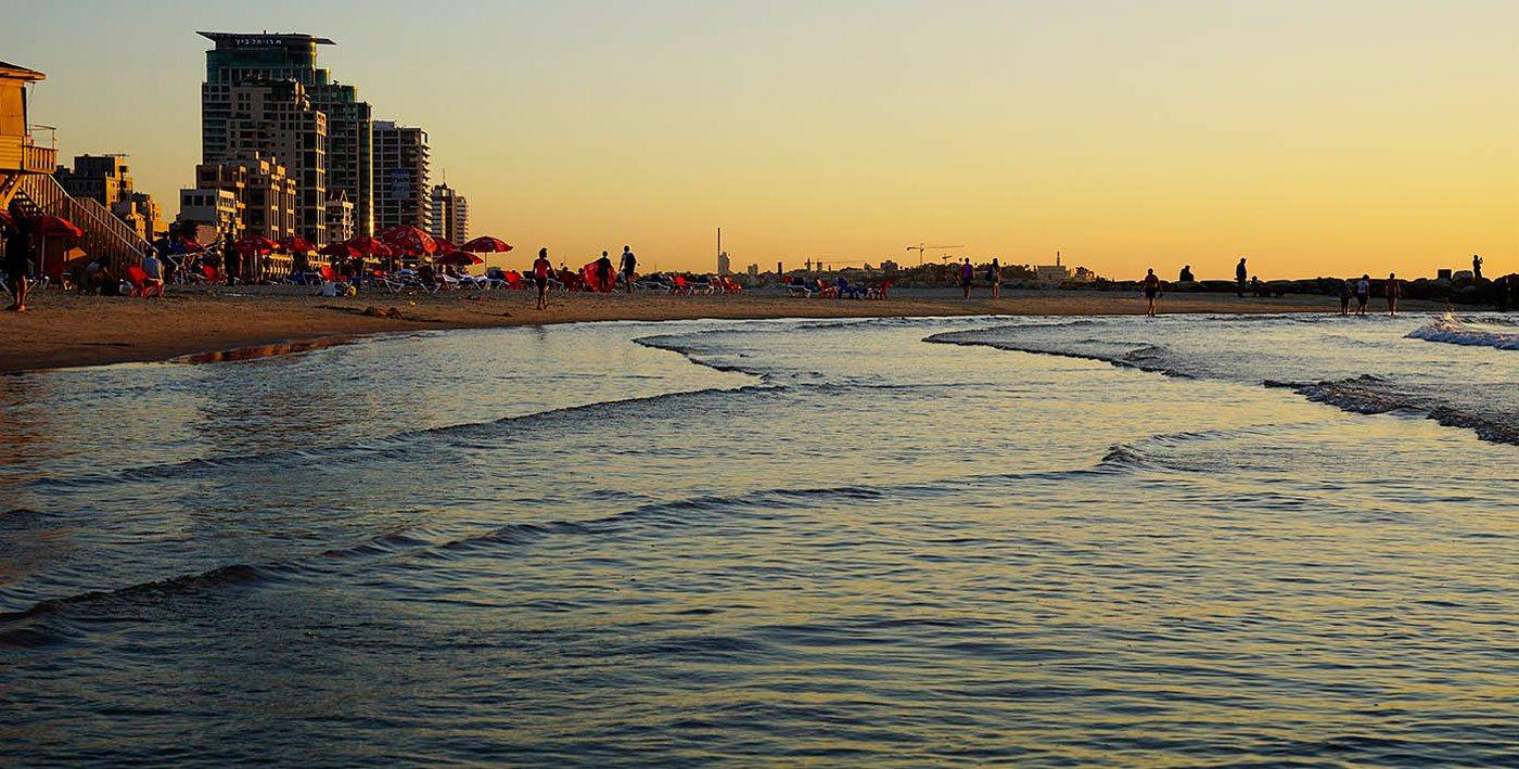 Wunderschöner Sonnenuntergang am Strand