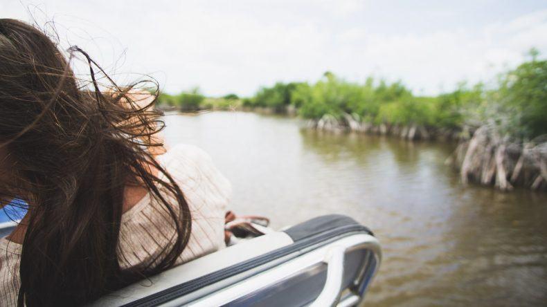 Fliegende Haare während der Airboat Tour durch den Everglades Nationalpark