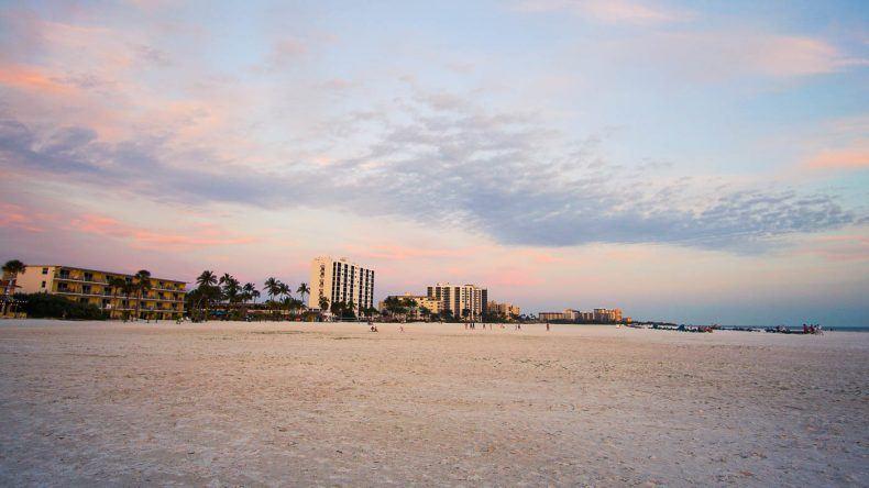Fort Myers Beach vor Sonnenuntergang